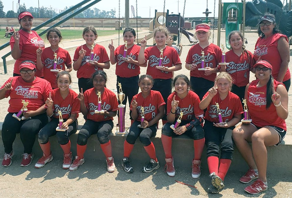 Sizzle 10-and-under softball team overachieves - Ceres Courier