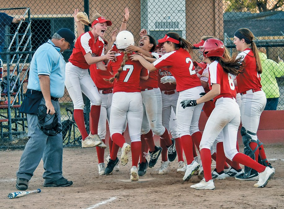 SOFTBALL: Ripon outslugs reigning champ Escalon - Manteca Bulletin