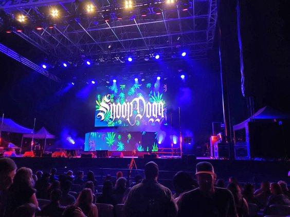 Snoop Stage